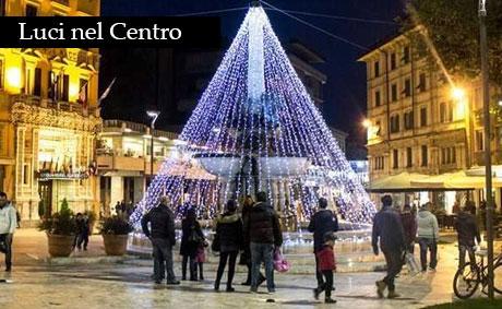 Piazza del Popolo con le luci di Natale